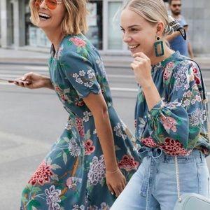 GP & J Baker x H&M Blue Floral Peasant Top Sz 6